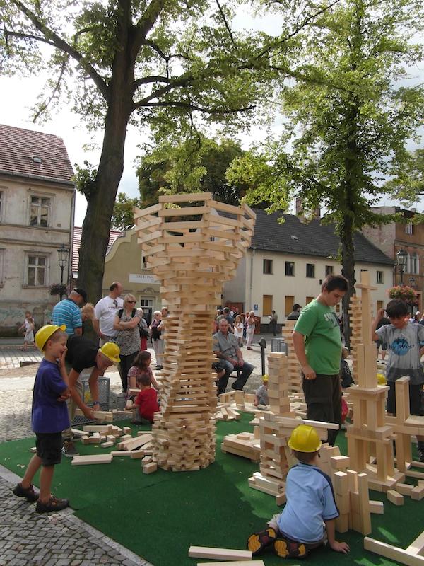 Holzbausteine Bauwerke Riesenbauklötze